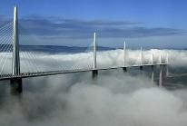 Viaduc de Millau : le plus le plus haut du monde franchit la vallée du Tarn