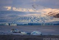 Soleil couchant sur le Fjallsárlón – un lac gelé bordant le plus grand glacier du monde