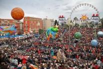 Carnaval de Nice 2010 – le Corso carnavalesque enflamme la Place Masséna