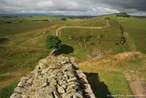 Mur d'Hadrien – la limite nord de l'Empire Romain qui traverse l'Angleterre