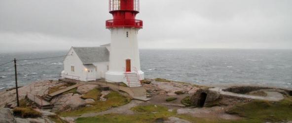 Phare de Lindesnes : le point le plus méridional de Norvège, où se rencontrent Mer du Nord et Mer Baltique