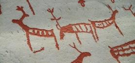 Gravures rupestres d'Alta–des rennes de l'âge de pierre gravés le long des fjords